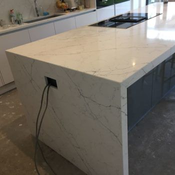 White quartz kitchen worktops